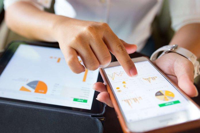 employee using multiple online software platforms.jpg