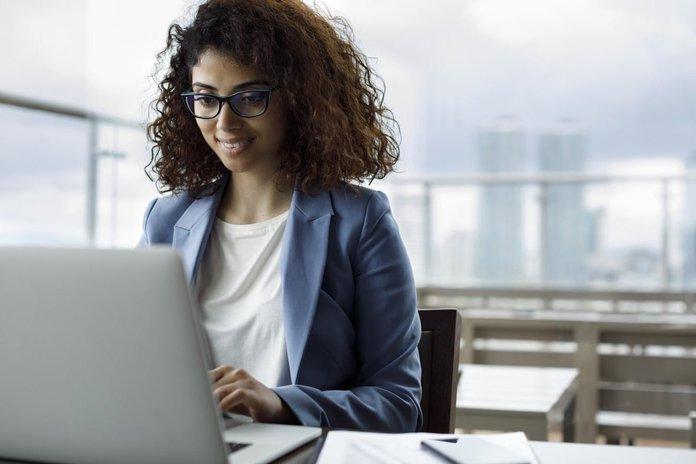female-employee-taking-part-in-a-virtual-bahavioral-skills-training.jpeg