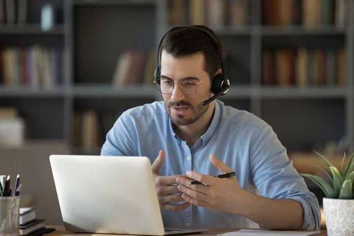 experienced employee coaching another employee virtually