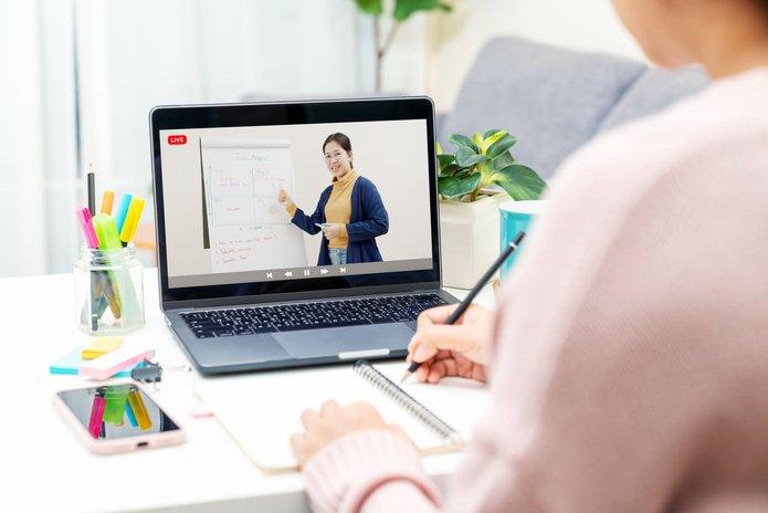 female employee attending a virtual leadership development training course
